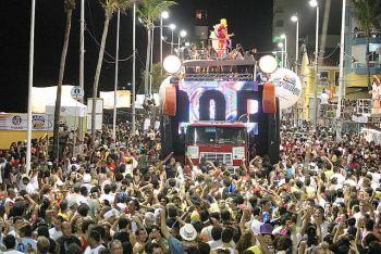Trio eletrico en Carnaval de Bahía