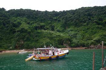 Barco con turistas en Búzios