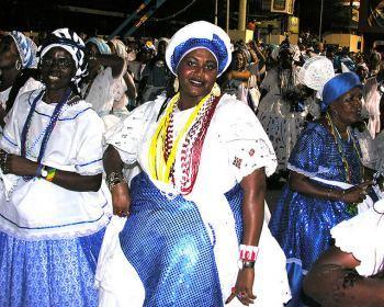 Bahianas desfilando en el Carnaval de Salvador de Bahía